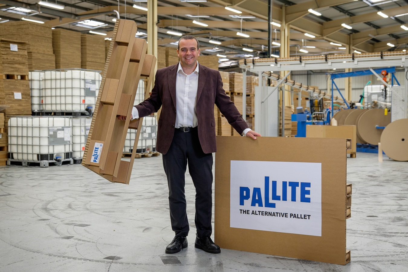 Sales Director David Rose demonstrates the PALLITE products