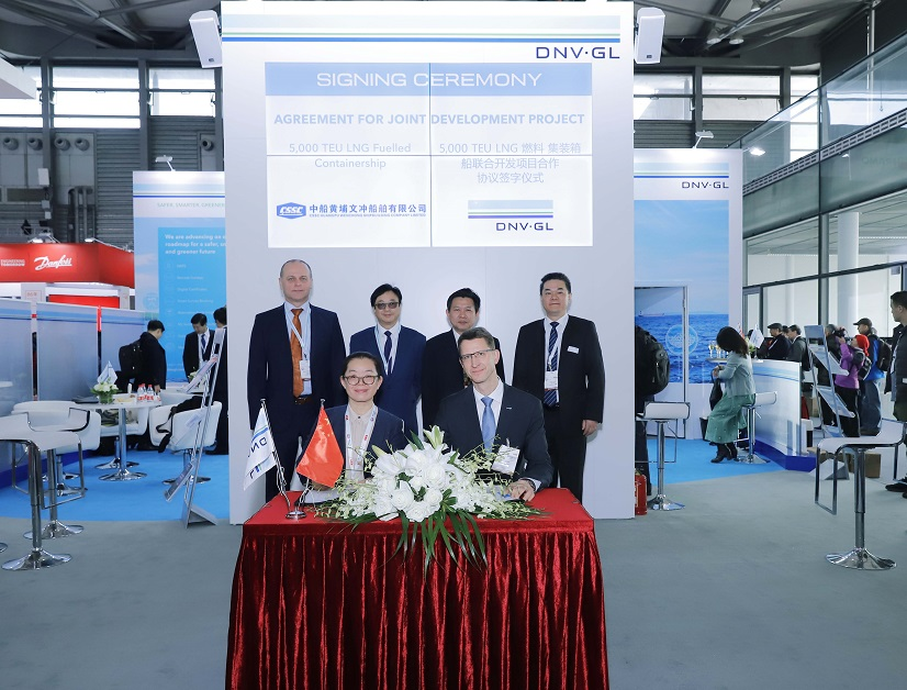Ms Wu Ronghui of HPWS and Falk Rothe of DNV GL sign the JDP agreement on a 5,000 TEU dual-fuel containership
